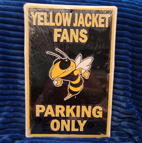 Metal decor for yellow jackets